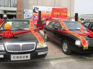 最吸引人的就要数这几辆红旗轿车了.   这就是上面提到的活高清图片